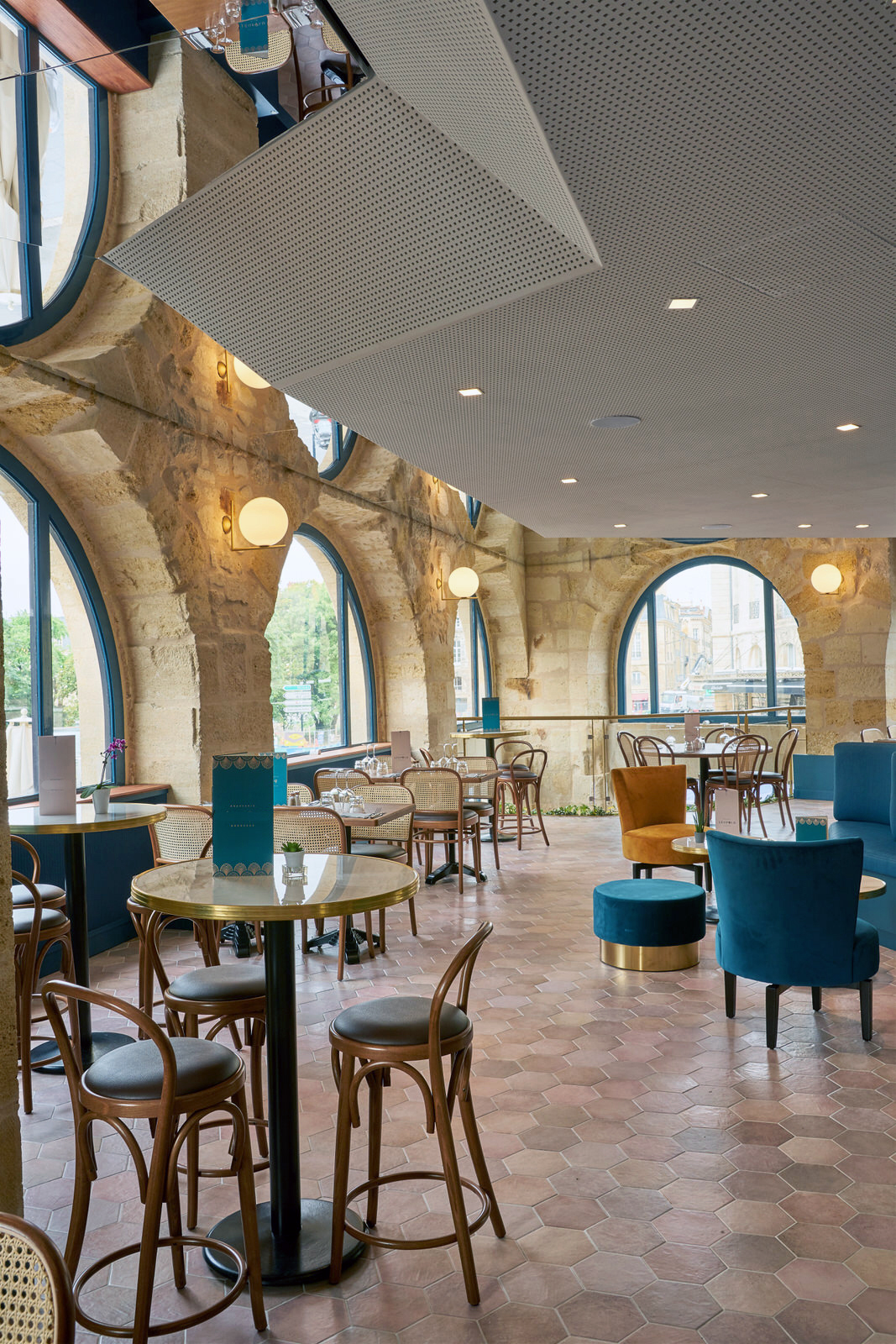 Réhabilitation intégrale d'un restaurant en brasserie.